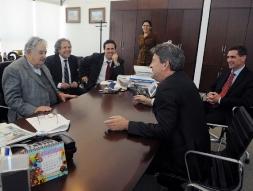 Discussion avec José Mujica, Président de la République Orientale de l'Uruguay, Luis Almagro, Ministre des Affaires étrangères de l'Uruguay et et le Premier Secrétaire de la République Diego Cánepa.