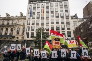 Rassemblement de soutien au peuple grec devant l'ambassade d'Allemagne en France, le mercredi 25 février 2015